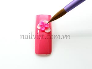 Đắp thêm lớp thứ hai của bông hoa màu hồng
