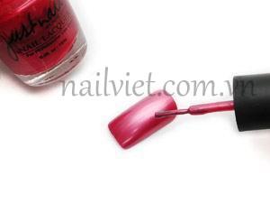 Sử dụng màu đỏ hồng để sơn lớp nền cho móng
