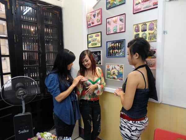 Hình ảnh buổi phóng vấn lớp học vẽ móng nghệ thuật NailViet - Winnie Academy được thực hiện bởi đài HTV9 (ảnh 10)