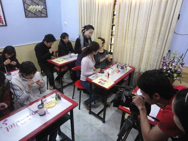 Kênh truyền hình HiTV quay phóng sự tại NailViet (Tiền thân của Winnie Academy đầu xuân 2011