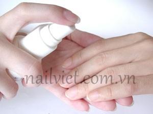 Tiếp tục sử dụng các sản phẩm dưỡng tay khác