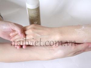 Tiếp tục sử dụng các sản phẩm dưỡng tay khác (bước 4)