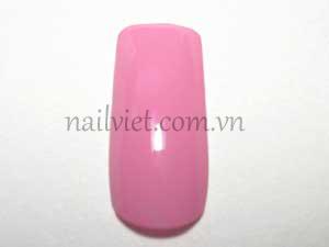 Quét một lớp sơn nền màu hồng nhạt lên móng