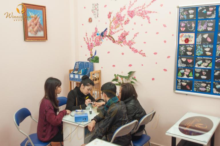 Lớp học vẽ móng Nail Art Winnie Academy