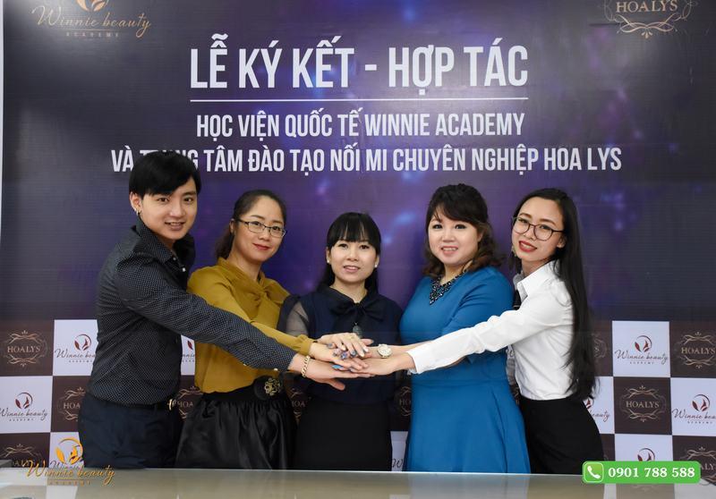 Hoa lys Học viện dạy nối mi quốc tế số 1 tại Sài Gòn