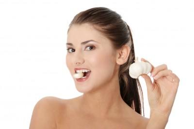 Trị mụn bằng tỏi hiệu quả nhanh mà còn giúp không để lại sẹo thâm sau mụn, thật tuyệt phải không nào?