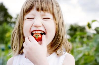 Cà chua giúp trị mụn và làm sáng da, cho da luôn căng mịn