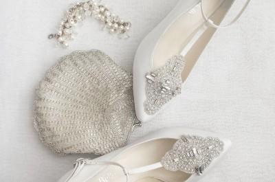 Nếu bạn cảm thấy chán ngán với các mẫu giày cao gót cổ điển thì hãy phá cách bằng một đôi giày T-strap