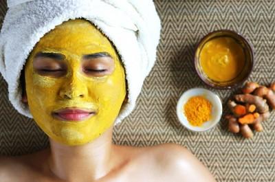 Cách làm này không chỉ tiện lợi, đơn giản mà còn cực kỳ rẻ tiền, đặc biệt dịu nhẹ trên mọi làn da, kể cả khi da đang có mụn hoặc bị kích ứng