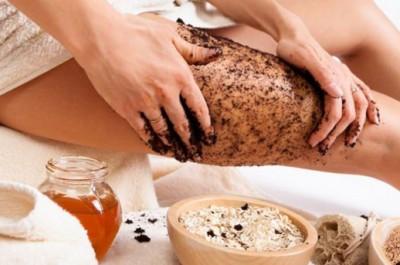 Vì vậy, hãy sắm cho mình một tuýp kem dưỡng tay, tạo thói quen thoa kem dưỡng sau mỗi lần rửa tay để giữ cho đôi tay luôn ẩm mịn, thơm tho và đẩy lùi lão hóa