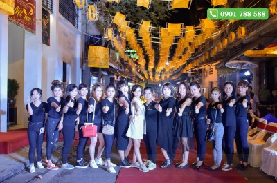 Đội ngũ Winnie Academy rất tự hào khi được lựa chọn là đơn vị trang điểm cho các người mẫu trong buổi trình diễn này