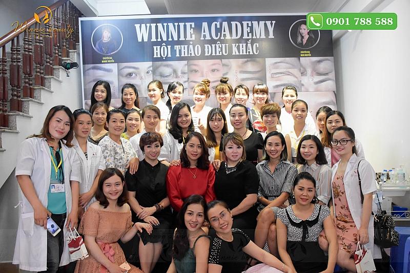 Buổi hội thảo Điêu khắc được tổ chức bởi Winnie Academy cùng chuyên gia Điêu khắc Nghi Nguyễn