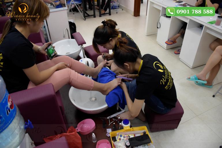 Mô hình Salon Nail tại Winnie Academy giúp các bạn học viên được làm quen với nghề
