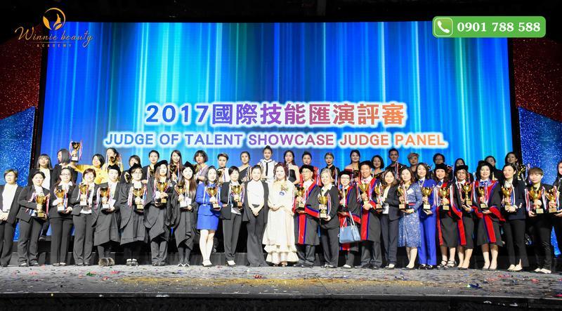 Buổi lễ thu hút sự tham gia của đông đảo nhân vật nổi tiếng trong ngành Chăm sóc sắc đẹp cùng rất nhiều thí sinh các nước