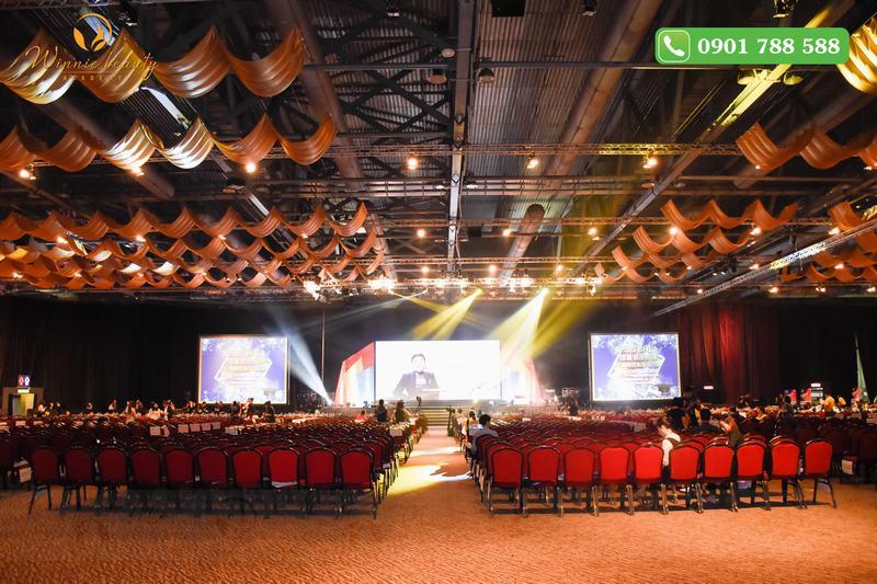 Buổi lễ diễn ra tại hội trường Trung tâm triển lãm Hong Kong Asia World