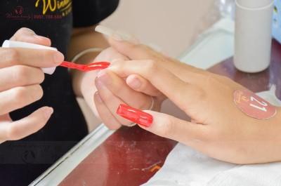 """Cách sơn móng tay đẹp """"không tì vết"""""""