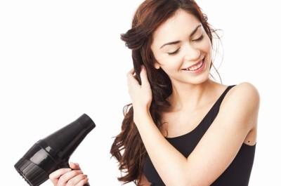Tạo mẫu tóc đẹp tại nhà với một chiếc máy sấy