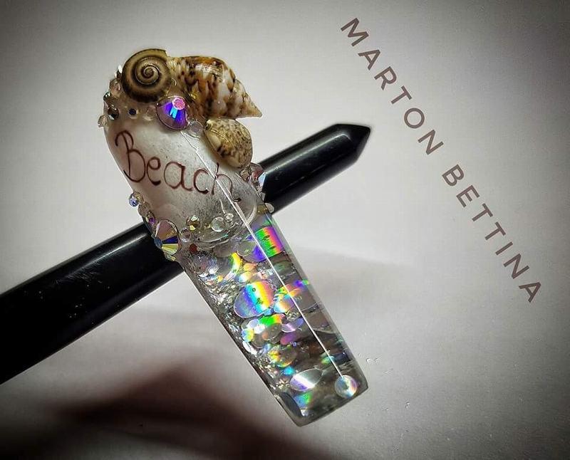 Mẫu móng được thực hiện bởi cô Marton Bettina