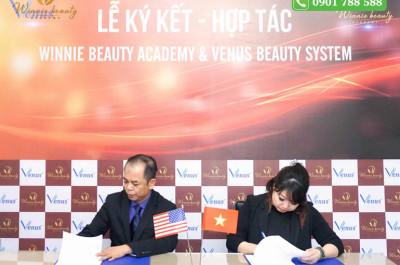 Bà Winnie Nguyễn cùng ông Tommy Trần kí kết hợp tác