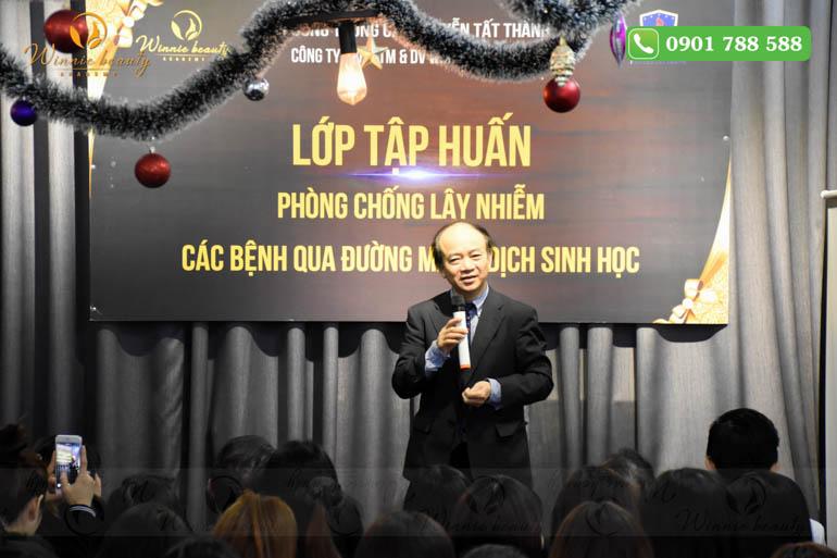 PGS. TS Cao Văn Sâm phát biểu trước buổi học