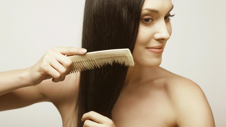 Biết cách chải tóc sẽ giúp mái tóc đẹp hơn