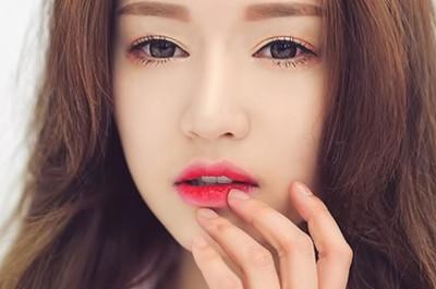 Đánh son lòng môi đẹp và xinh