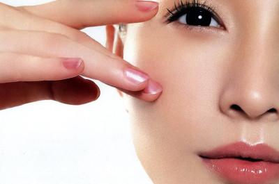 Massage giúp da mắt khỏe hơn