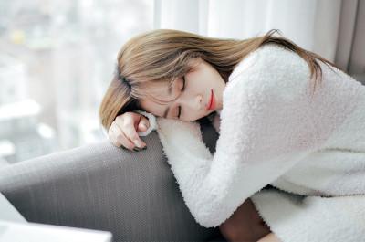 Ngủ đủ giấc giúp nuôi dưỡng và phục hồi da