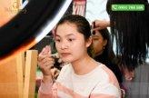 Khách hành Aeon tập trung thực hành kiến thức của lớp học make up wnnie