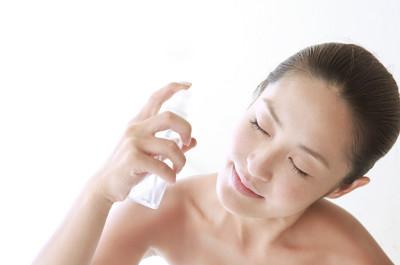 Xịt khoáng cung cấp độ ẩm cho da