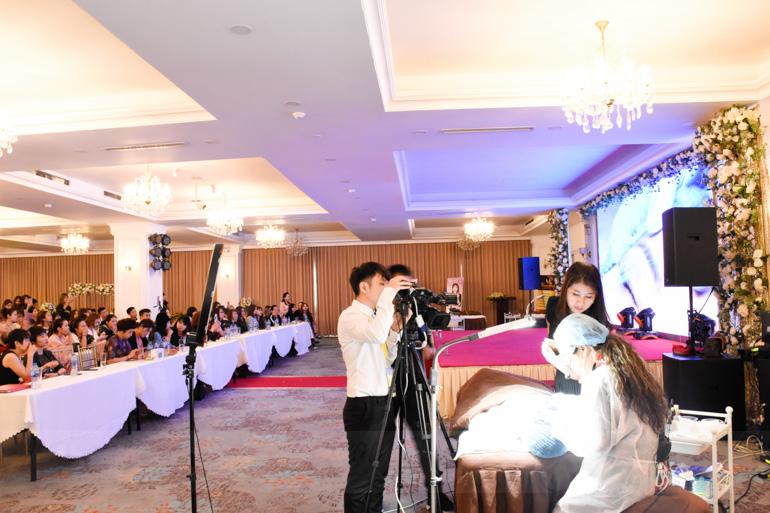 Bà Pang My Hanh Biểu diễn và chia sẻ kiến thức Điêu Khác Lông Mày
