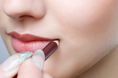 Chì kẻ viền giúp môi đẹp hơn