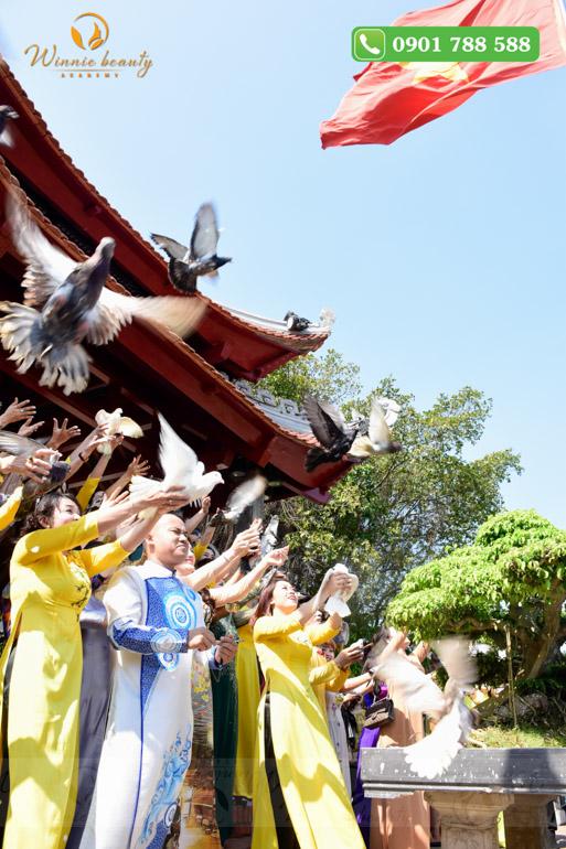 Chim bồ câu là biểu tượng của hòa bình để đưa ngành Phun thêu thẩm mỹ vươn xa ra thế giới, hòa nhập và khẳng định vị trí của ngành làm đẹp Việt Nam trên trường quốc tế.