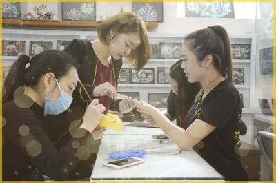 Chăm sóc và tạo mẫu móng (Nail Art)