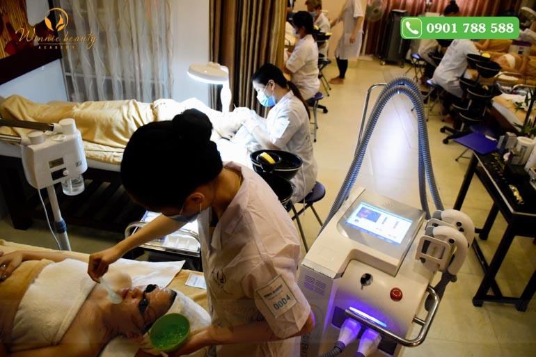 Thi máy móc công nghệ cao triệt lông, tắm trắng, giảm béo
