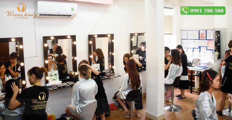 Lớp học Trang điểm chuyên nghiệp tại Winnie beauty academy