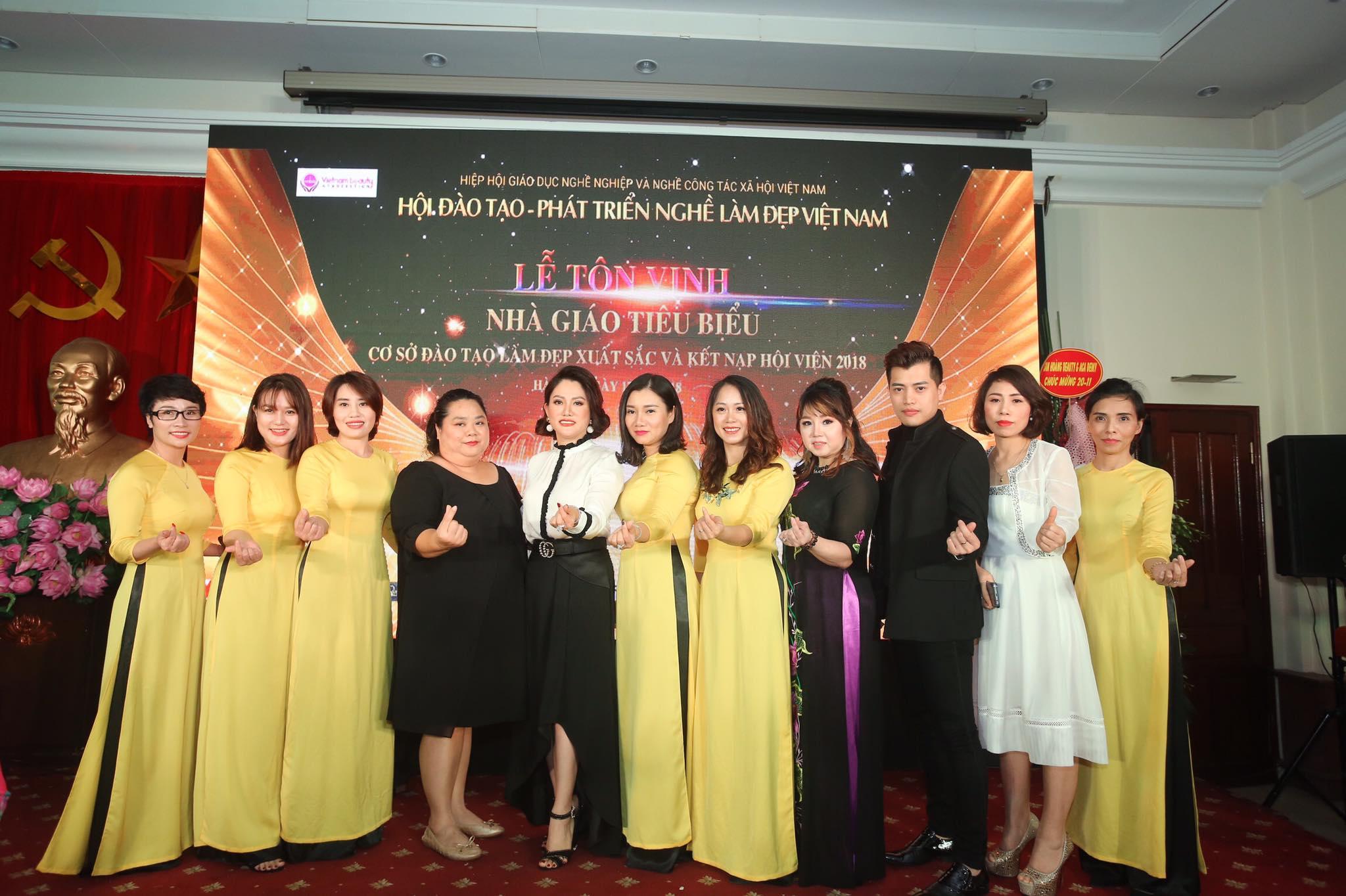 Winnie Beauty Academy vinh dự được nhần bằng khen là cơ sở đào tạo làm đẹp uy tín trong cả nước