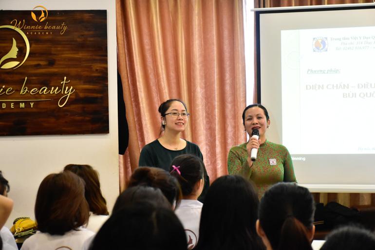 Hiệu trưởng Nguyễn Hải Yến trực tiếp gửi lời cảm ơn tới diễn giả Diện chẩn - cô Trần Lan Anh