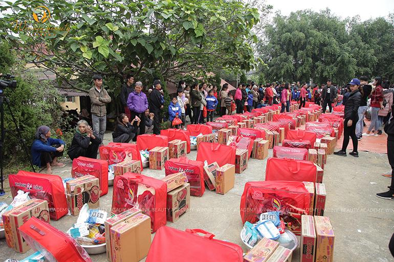 70 phần quà dành cho 70 hộ gia đình có hoàn cảnh đặc biệt khó khăn