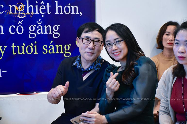 Bác sĩ Kim Y Soo cùng Hiệu trưởng Học viện Winnie Nguyễn Hải Yến